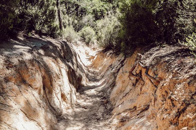 Randonnée dans les anciennes carrières d'ocres à Rustrel (Provence) sur le blog