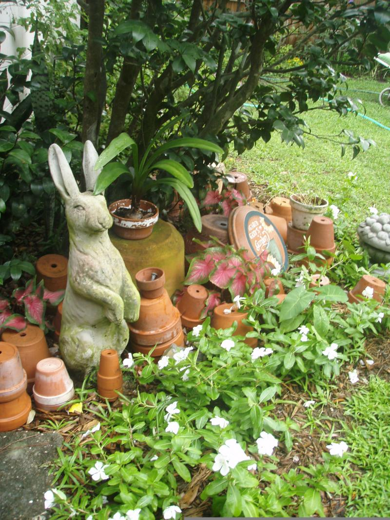 Tips for Designing an English Cottage Garden   Yard Ideas ... on Cottage Yard Ideas id=78272