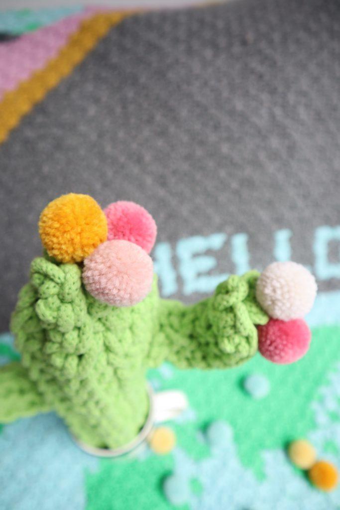 gehäkelter Kaktus mit Pompons