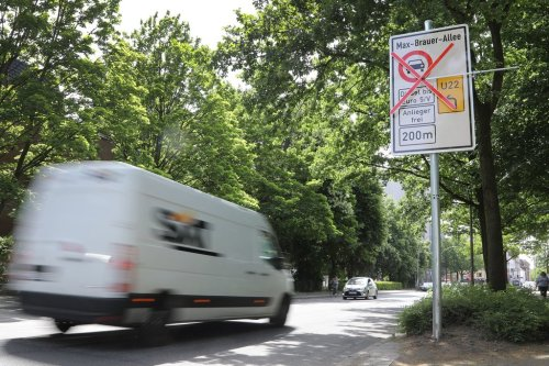 In a First for Germany, Hamburg Bans Diesel Engines. On 2 Roads