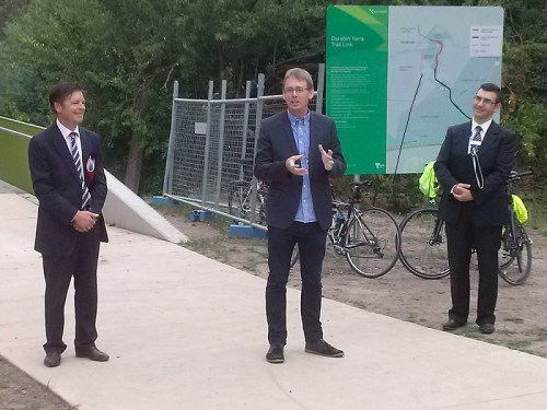 Darebin Yarra Trail Link announcement with Luke Donnellan and Craig Richards at Sparks Reserve. Photo credit: Glenny Jones