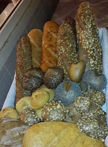 Bol tahilli meyveli ekmek
