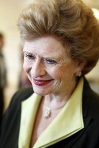 """Tarım Komitesi üyesi Senatör Debbie Stanbenow: """"Her iki partinin de desteğini alan bu yasa, tüketiciler ve aileler açısından bir başarı."""""""