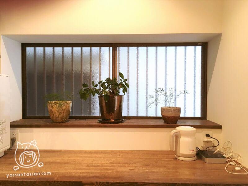 ダイニングテーブル後ろの作業台片付けアフター写真