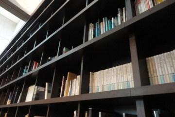 図書館みたいな大きな本棚