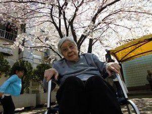 20150401大きな桜の木がある商店街の広場へ出かけてきました♪2