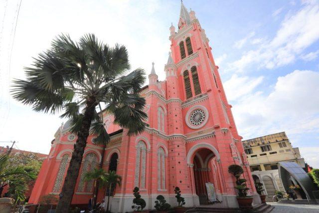 搭乘越航悠遊胡志明市,粉紅色夢幻教堂打卡拍美照 @YA !野旅行-吃喝玩樂全都錄