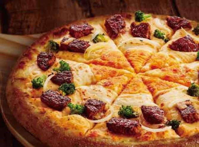 達美樂推出新口味「黃金和牛漢堡排披薩」!澳洲和牛漢堡排、巧達起司與莫扎瑞拉雙起司,完全就是最邪惡組合 @YA !野旅行-吃喝玩樂全都錄