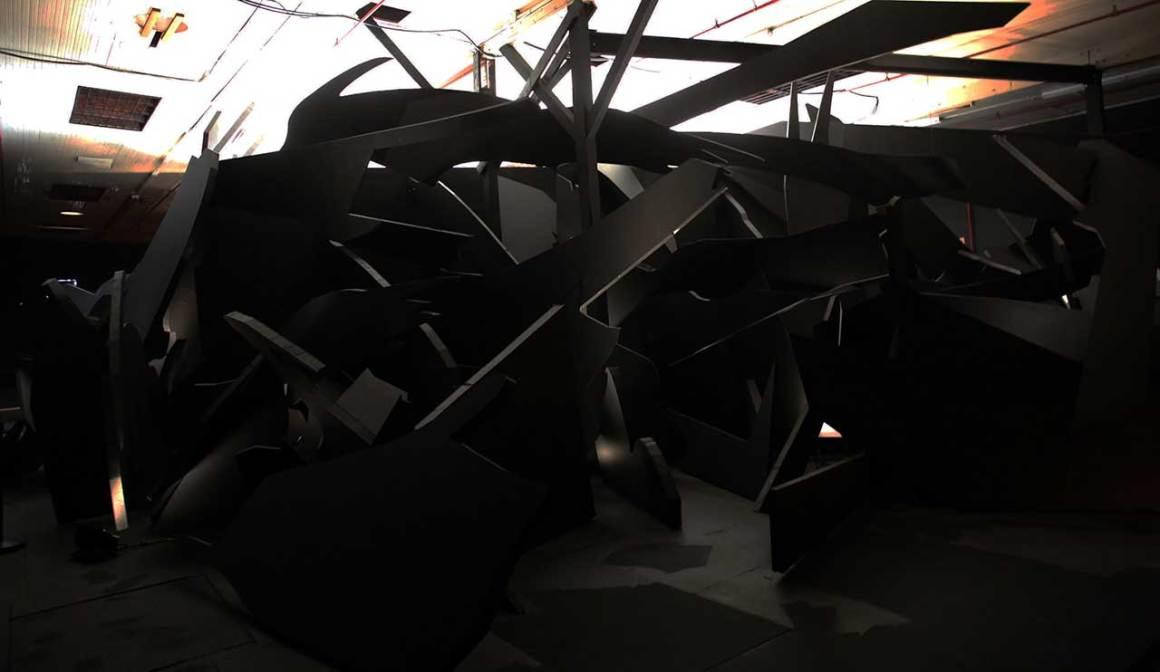 The Meteor (sculpture), Concept de Simon Birch co-conçu par Taylor Philips Hungerford et KPlusK associés, 2013-17. Installation mixte: Masonite, bois, mousse et peinture. Photo de Gloria Yu.