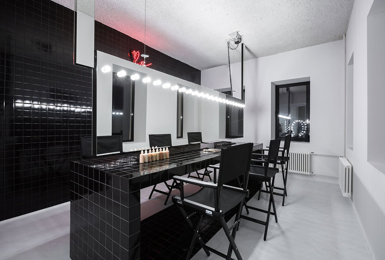 Krygina Make-Up Studio in Moscow by Archiproba Studios ... on Make Up Room Design  id=92229