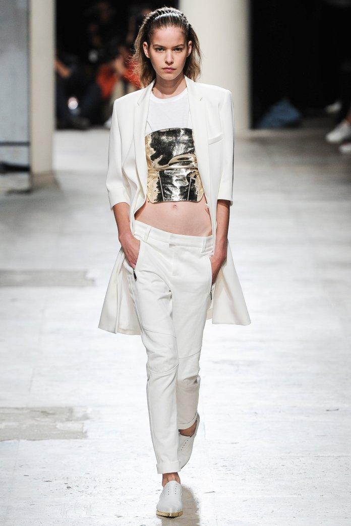 Barbara Bui: прозрачные платья, короткие топы и блестящие ткани