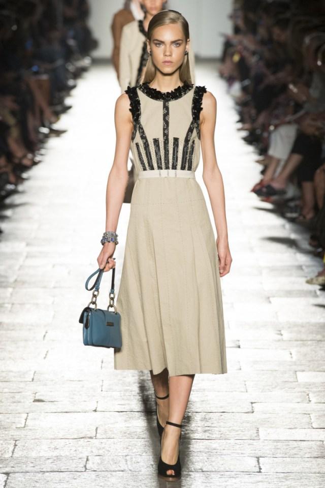 Платье футляр 2017 в деловом стиле из коллекции Bottega-Veneta.