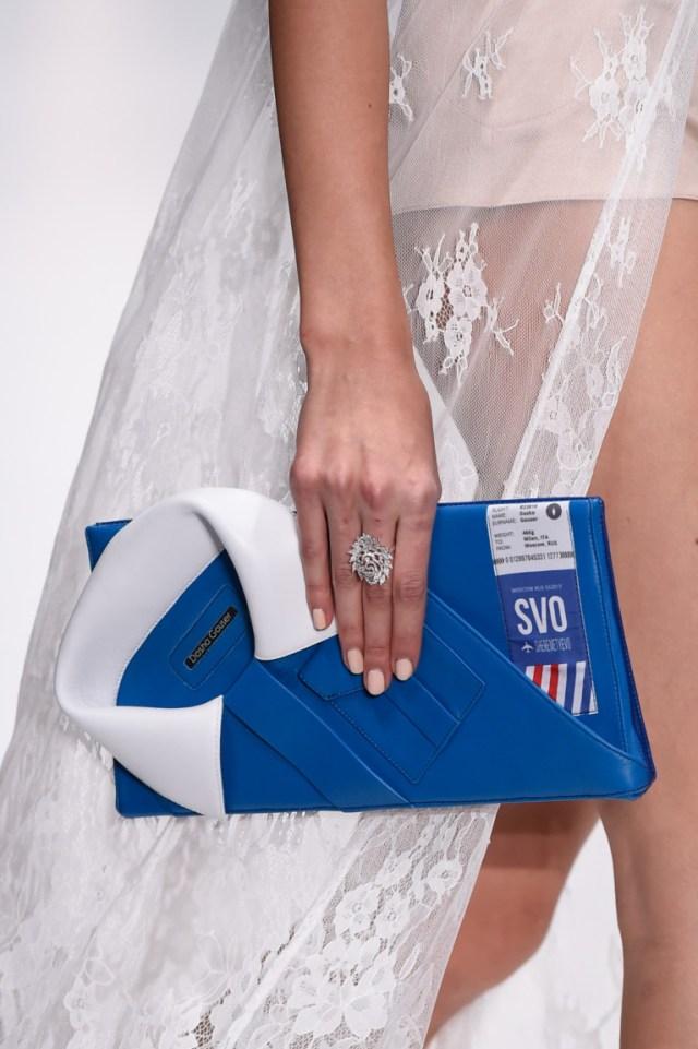 оригинальная сумка-кланч синего цвета - фото обзор коллекции Dasha Gauser.