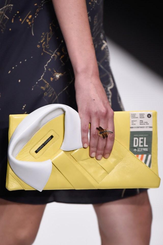 оригинальная сумка-кланч желтого цвета - фото обзор коллекции Dasha Gauser.
