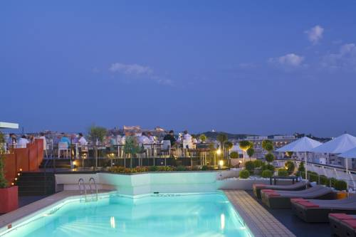 Best hotel to get free loyalty membership reward nights in Athens : Novotel Athens