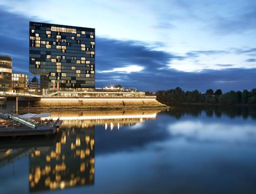 Best hotel to get free loyalty member reward nights in Düsseldorf : Hyatt Regency Düsseldorf