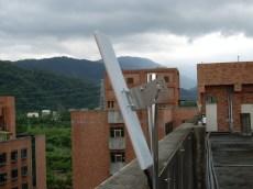 """""""大範圍""""""""無線網路""""架設於樓頂,以廣角方式,計算訊號涵蓋角度"""