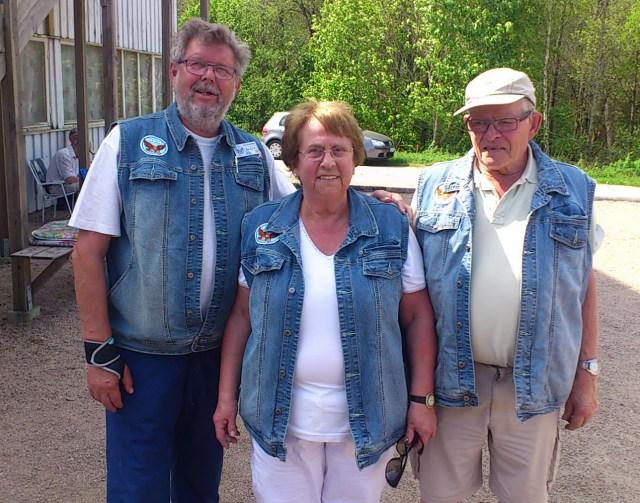 Mixtrippelns DM-segrare från Hökerum, fr.v Eddy Persson, Inga-Lill Thulin och Per Jörgensen.