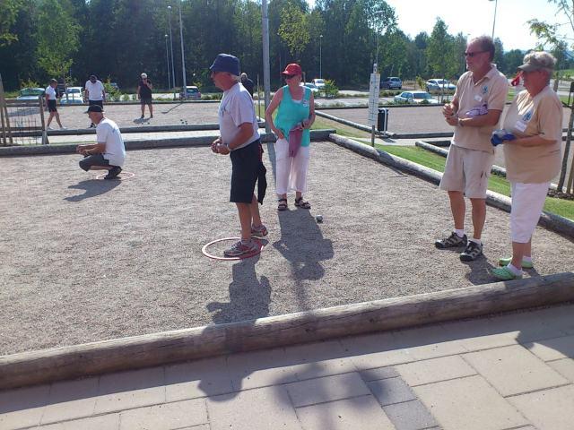 Finalspel i match om första plats spelades mellan Dalsjöfors Christina och Jan Ahlberg mot Hökerums Anita och Egon Ekunger.