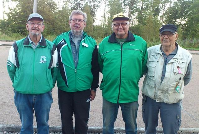 Klubbmästarna Yngve Dahlbom och Eddy Persson t.v. samt finalmotståndarna Elmar Jöelaid och Curt Magnusson. (Foto: Tage Engström).