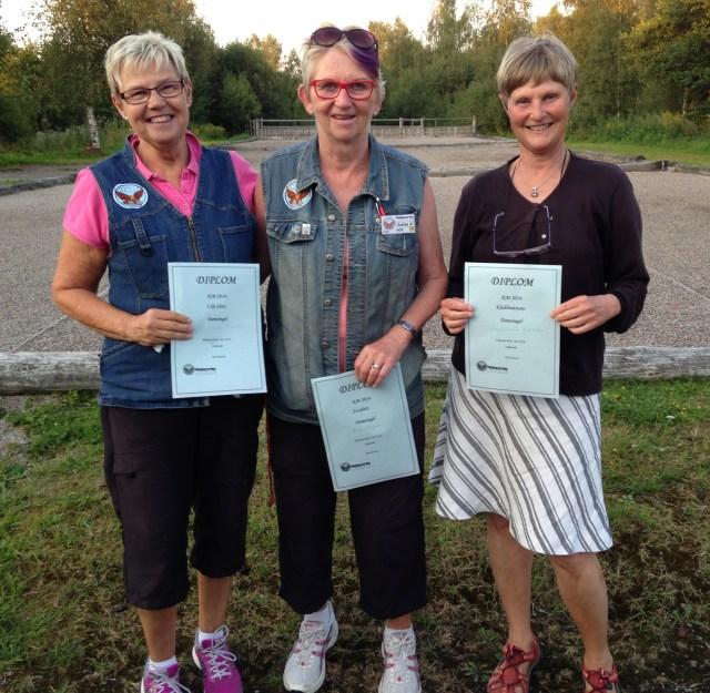 Pristagarna i damklassen, fr.v Lisbeth Persson 3:a, Anita Ekunger 2:a och klubbmästaren Ann-Christin Björklin.