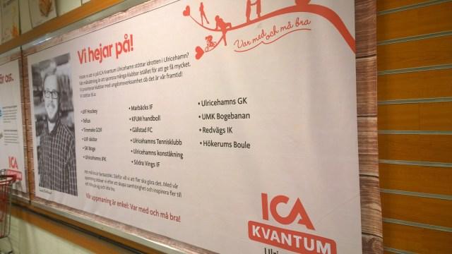 Hökerums Boule finns med på jätteskylten vid ICAs kassor.