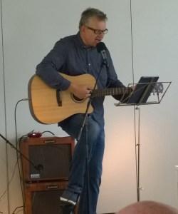 Trubaduren Jan-Ove Ekman stod för musikalisk underhållning.
