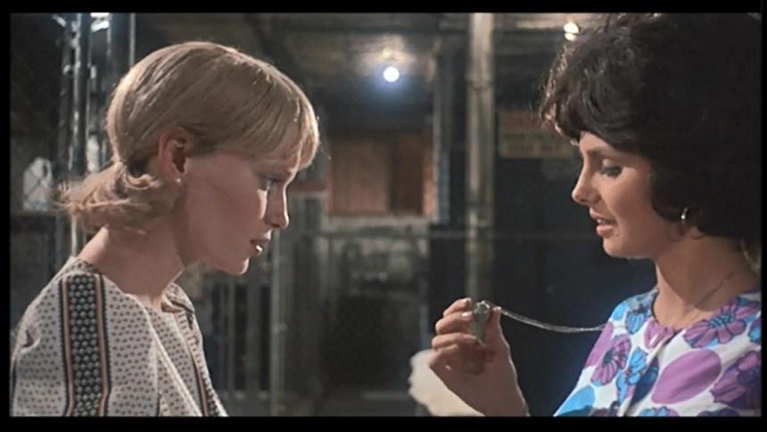 Terry zeigt Rosemary den Talisman