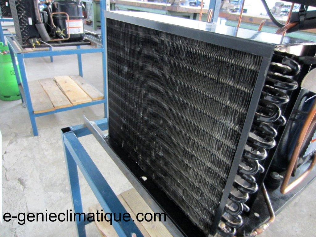 Comment nettoyer centrale vapeur philips easy care ?