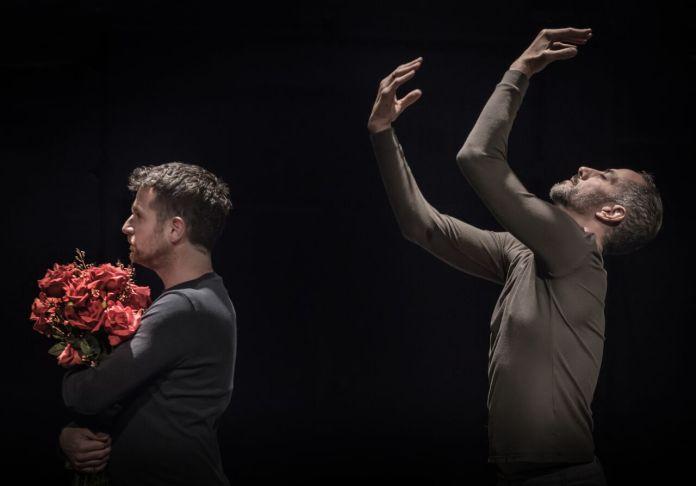 זוגיות בין גברים כמופע מחול – רשומה מאת תמי כץ לוריא על 'הריקוד השלישי' של ניב שינפלד ואורן לאור