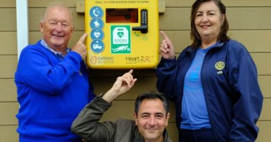 Charities donate defibrillators for Southend seafront