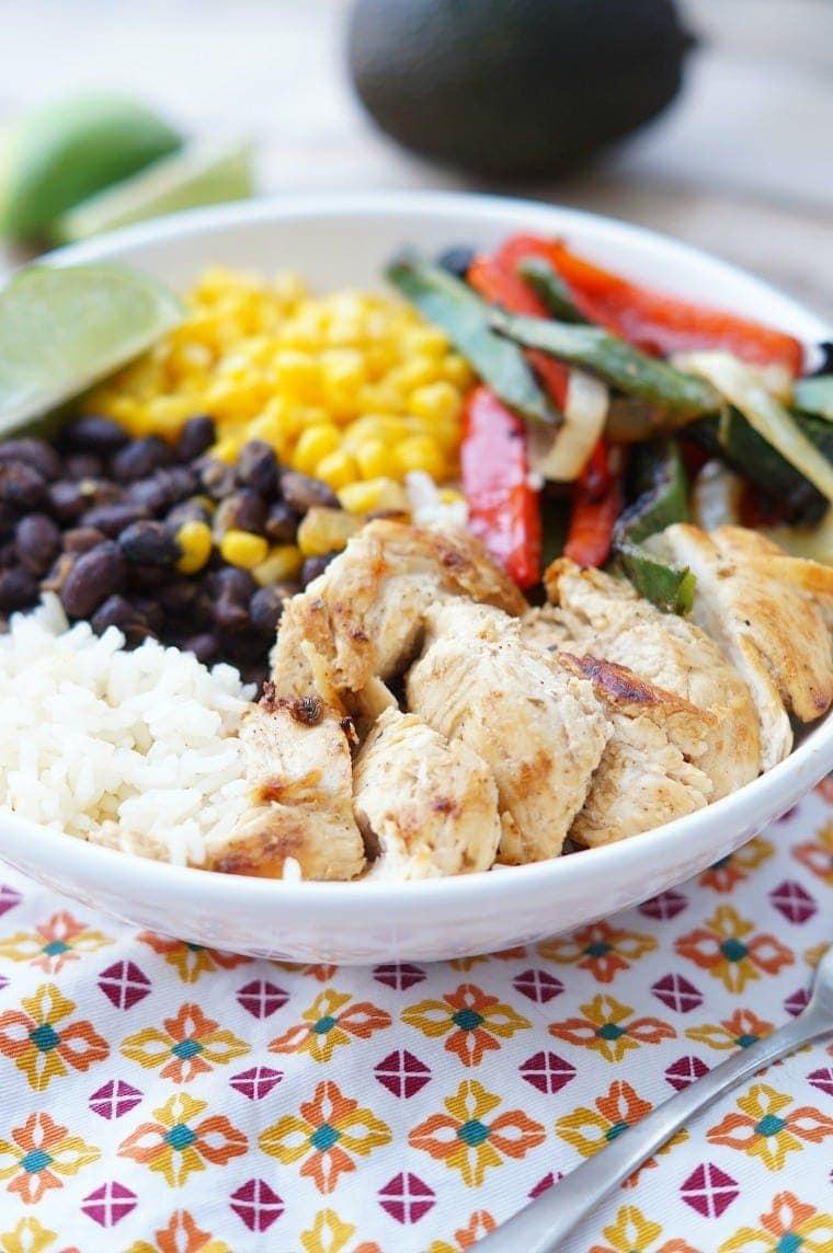 Healthy Chicken Fajita Rice Bowls | YellowBlissRoad.com