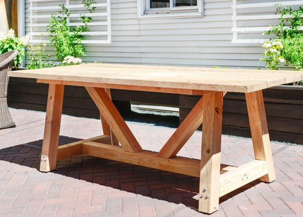 diy outdoor patio table Our DIY Patio Table, Part I | Yellow Brick Home
