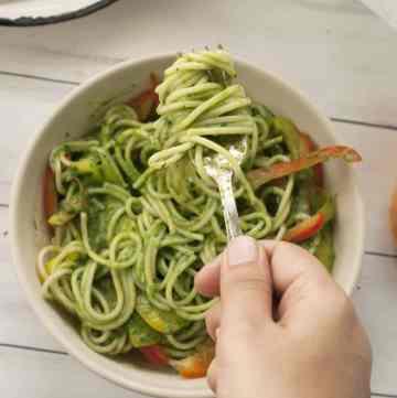 Spaghetti in Spinach Béchamel Sauce