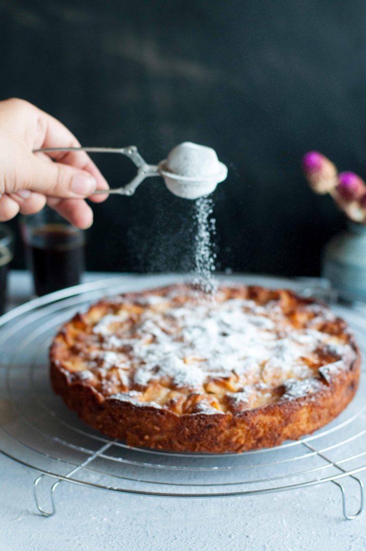 Proper,moist French Apple Cake