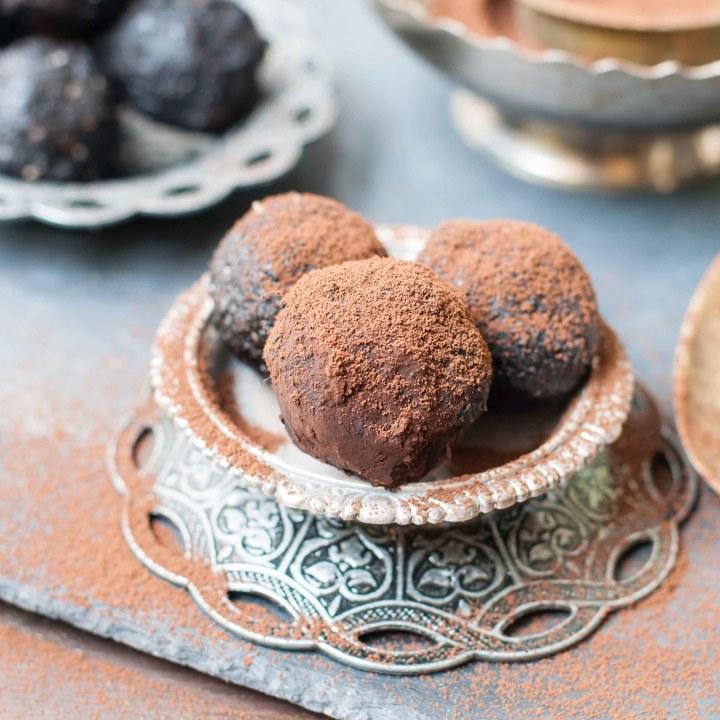 Healthy Chocolate Bliss Balls
