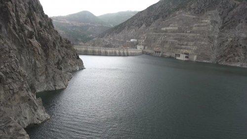 coruh-nehri-uzerindeki-3-barajda-su-seviyesi-azaldi-6869-dhaphoto1.jpg