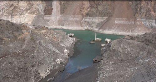 coruh-nehri-uzerindeki-3-barajda-su-seviyesi-azaldi-6869-dhaphoto8.jpg