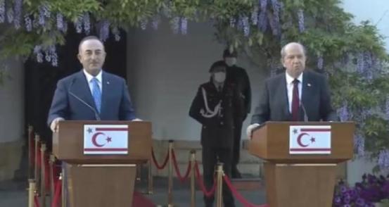 Ο υπουργός Εξωτερικών Mevlüt Çavuşoğlu και ο Ersin Tatar αντιδρούν στον Έλληνα Υπουργό: