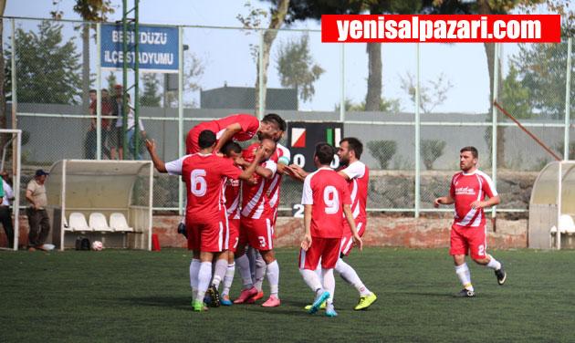 Şalpazarısporlu futbolcular ilk golden sonra sevinç yumağına döndü