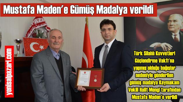 Mustafa Maden'e madalya beratı Kaymakam Vekili Halit Mengi takdim etti
