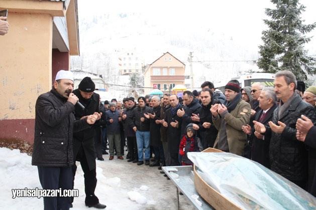 Cenazede Trabzon Müftülüğü Murakıpı Zeki Şengül uzun uzun dua ettirdi