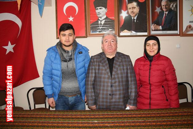 AK Parti İlçe Gençlik Kolları Başkanlığı görevine atanan Emre Diner, İlçe Başkanı Murat Topkara ve Kadın Kolları Başkanı Emine Atalar