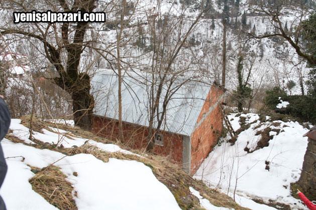 Yahya Özcan eşi vefat ettikten sonra Mahalle halkının Kaymakamlık SYDV katkısı ile yaptırdığı bu evde tek başına yaşam sürüyordu