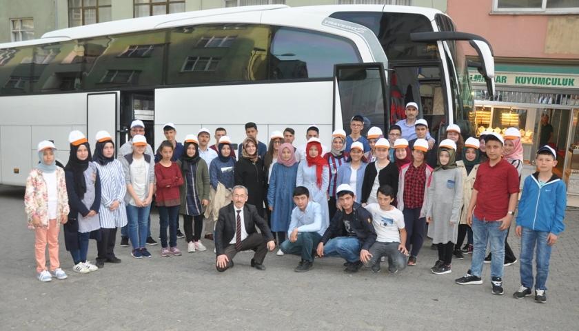 Şalpazarı'ndan 6. Çocuk ve Gençlik Festivali'ne katılacak öğrenciler yola çıktı