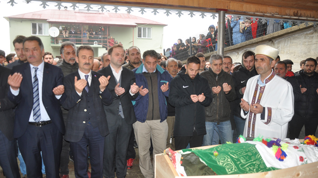 Denizlisporlu Ziya'nın kız kardeşi Gülçin Nur Alkurt'un cenazesi toprağa verildi