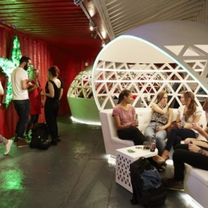 pop-up-city-lounge-by-heineken-1413296387-5