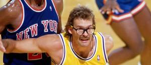"""Si buscas """"basketball nerd"""" en Google Images, te aparece una foto de Kurt Rambis. Difícil superar esto."""
