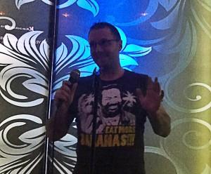 EL Sr. Yentelman es el rey del karaoke por algo...