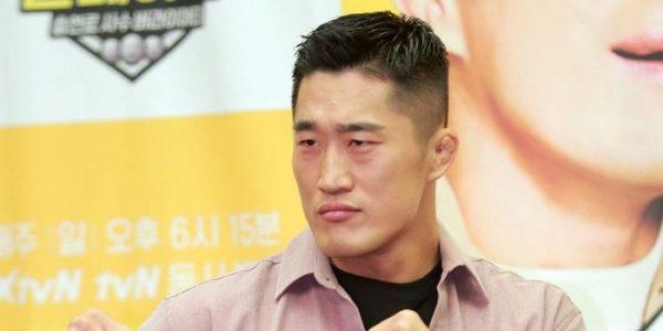 Боец UFC станет новым ведущим программы The Butlers   YESASIA